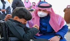ردة فعل أمير الشمالية فور رؤيته طفل يعاني ضمورا في المخ يبكي