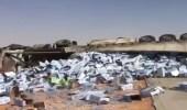 """انقلاب شاحنة محملة بمياه شرب على طريق """"خريص - الرياض"""""""