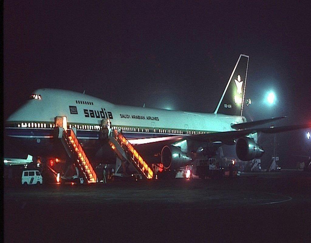 منظر ليلي جميل لطائرة الخطوط السعودية منذ 43 عام