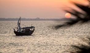 روعة الغروب على شواطىء المنطقة الشرقية