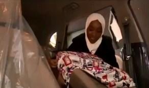 شاهد.. كيف حولت فتاة شغفها في تزيين السيارات إلى مصدر رزق