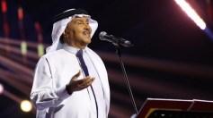 بالفيديو.. نجل الفنان محمد عبده يؤدي إحدى الأغاني لوالده