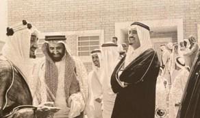 صورة نادرة توثق زيارة الملك سعود إلى مستشفى الظهران