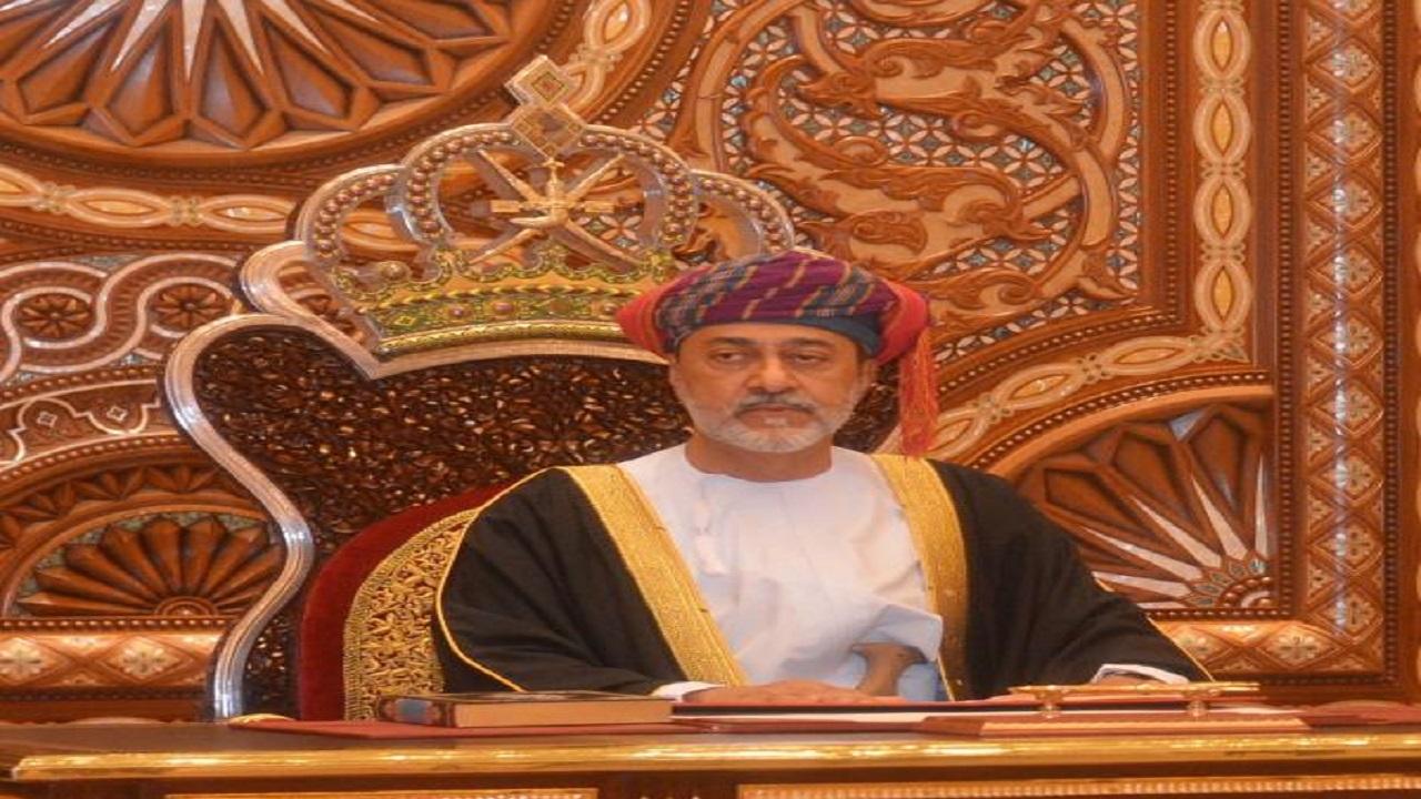 سلطان عمان يصدر ثلاث مراسيم أحدها لإعادة تنظيم مجلس الدفاع
