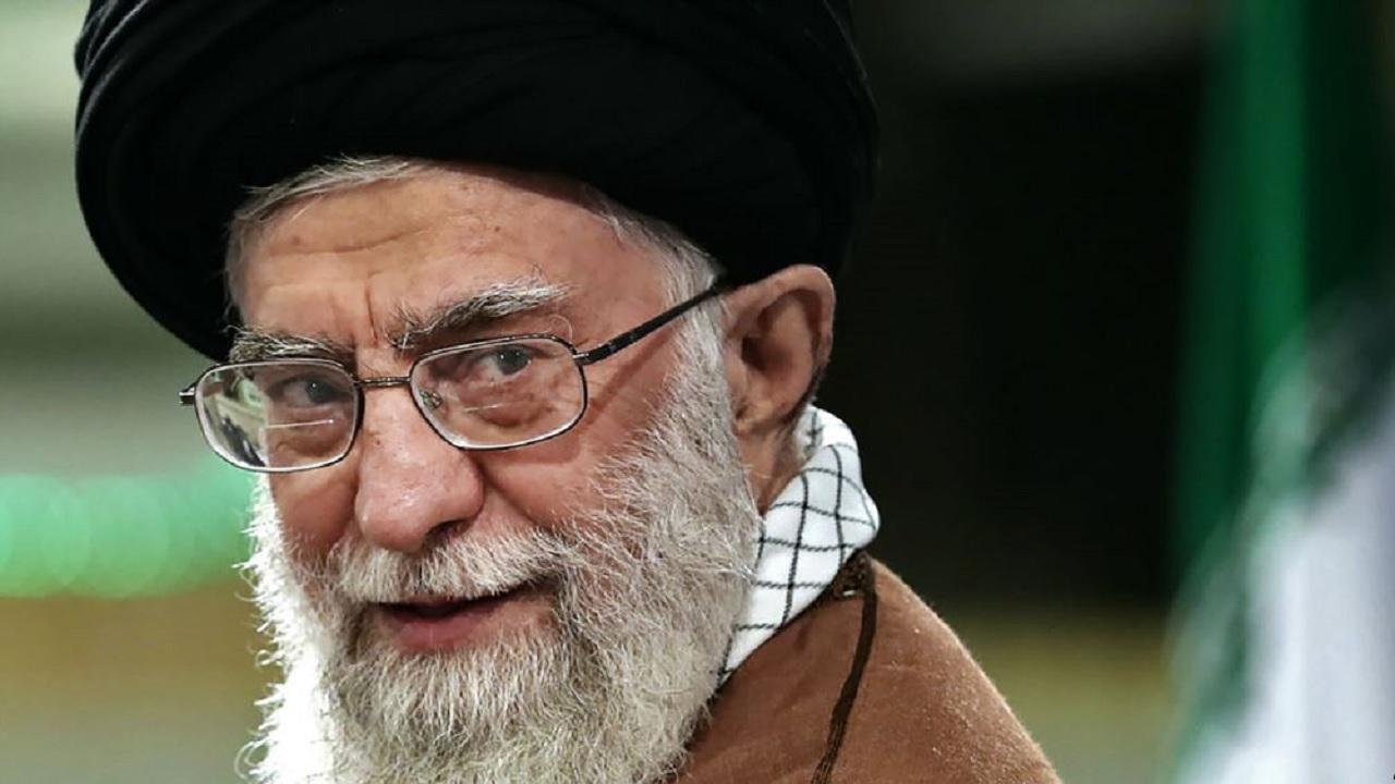 خامنئي يحرم الإيرانيين من ركوب السيارات الفاخرة