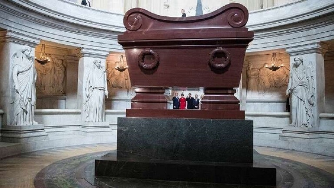 بالصورة.. 92 ألف يورو مقابل مفتاح الزنزانة التي توفي فيها نابليون