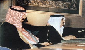 """صورة """"تاريخية"""" توثق افتتاح الملك فهد أولى جلسات مجلس الشورى قبل 28 عاما"""
