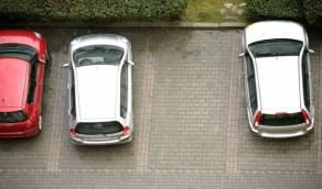 أخطاء يجب الحذر منها عند ركن السيارة