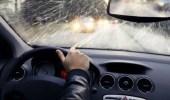 4 أشياء يجب أن تحتفظ بها في سيارتك لتجنب مخاطر الشتاء