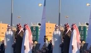 بالفيديو.. لحظة تكريم أمير عسير لمواطن أنقذ طفل من سيول وادي ثربان