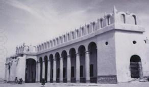 صورة تاريخية للمدرسة التذكارية بالرياض