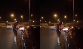 """بالفيديو.. لحظة مطاردة """"المرور السري"""" لمخالفين في الرياض ليلًا"""