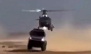 شاهد.. لحظة احتكاك طائرة هليكوبتر بشاحنة في سباق رالي داكار