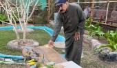 بالصور .. سبعيني يستغل وقت فراغه وينشأ محمية للطيور النادرة في الأحساء