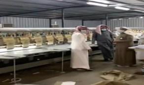 بالفيديو.. ضبط مستودعات داخل مزارع حوّلتها عمالة لتصنيع كوش الأفراح بالرياض