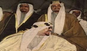 صورة نادرة تجمع الملك سعود بالملك فيصل في حالة بهجة