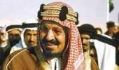 لحظة خروج الملك المؤسس من المسجد الحرام بعد ضم مكة للحكم السعودي