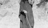 من ضفايرها طل القمر.. صورة لامرأة في جازان منذ 75 عام