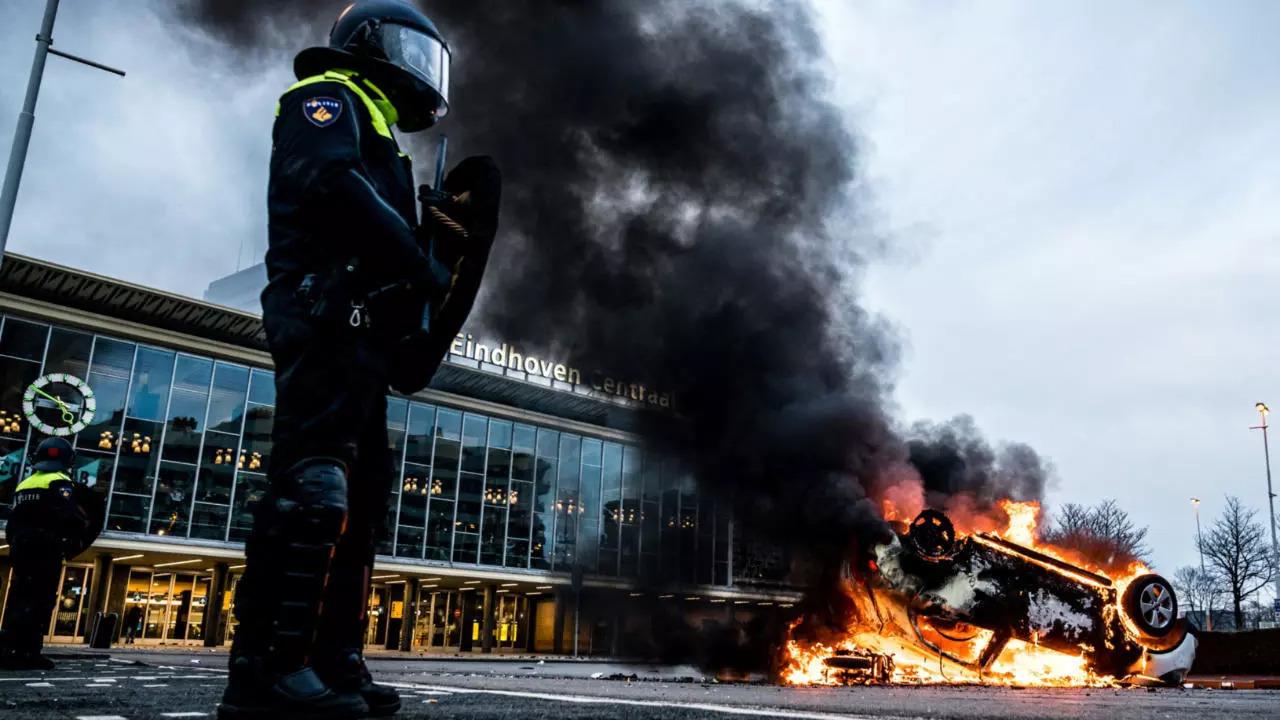 """مظاهرات وحرائق ونهب متاجر في هولندا بسبب """"كورونا"""""""