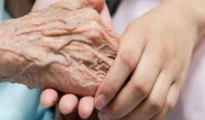 طرق حماية كبار السن من التعرض للكسور خلال فصل الشتاء