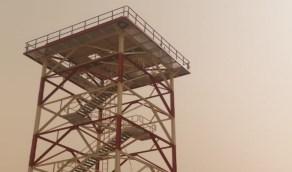 بالصور.. بدء تركيب رادار الطقس في وادي الدواسر