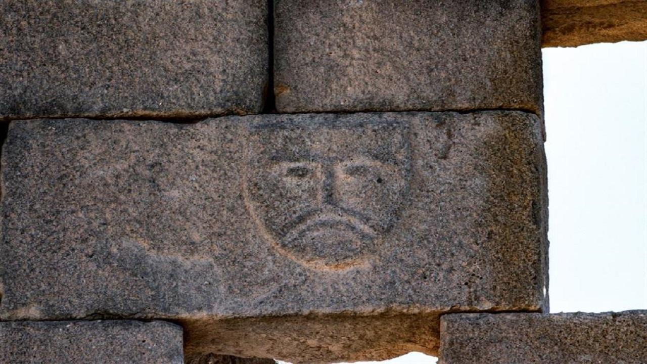 وزير الثقافة ينشر صورة لنقش يعود للقرن الأول قبل الميلاد