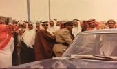صورة نادرة للشيخ عبدالله بن حميد بعد أداء صلاة الجنازة على الملك فيصل