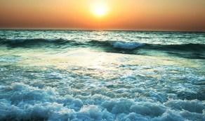 نشاط في الرياح السطحية وارتفاع الأمواج على محافظة ينبع