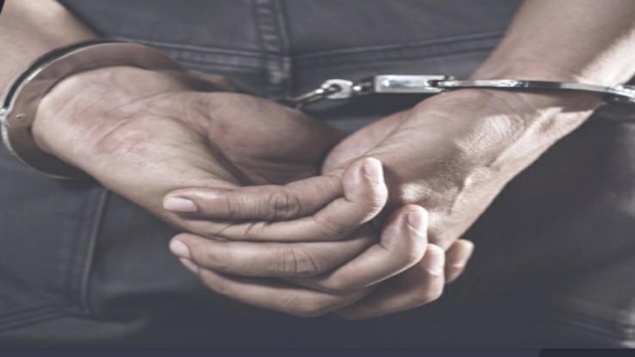 القبض علىشخص ظهر في فيديو يتحرش بطفلة و يتباهى بحيازة المسكر بالشرقية