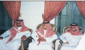 صورة نادرة لولي العهد برفقة الملك عبد العزيز في قصر المربع قبل 20 عام
