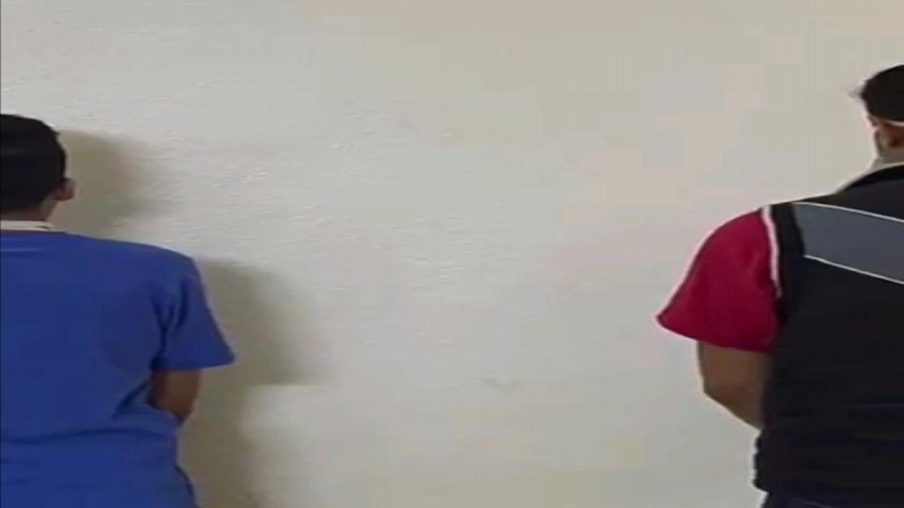 بالفيديو.. الإطاحة بـ 3 مواطنين لسرقتهم مركبة بالإكراه في المدينة المنورة