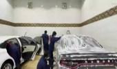 شاهد.. مواطنون يمتهنون غسيل السيارات بنجران