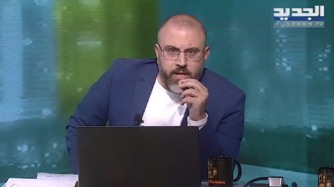 """إعلامي لبناني لنائب في كتلة حزب الله: """" حبيبي انت ملخبط بين الدولة والدويلة """""""