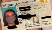 امرأة تتفاجئ بوضع صورتها بالكمامة على بطاقة الهوية ورخصة القيادة
