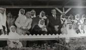 صورة نادرة للملك سعود أثناء عرض الخيول المقام في الظهران