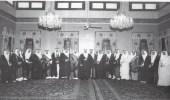 صورة نادرة للملك سعود بعد مبايعته ملكا