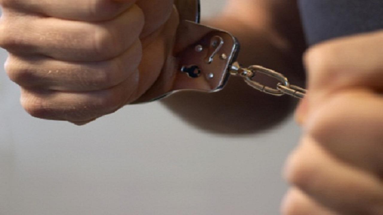 القبض على وافد بتهمة تهريب الخادمات من المنازل في الأفلاج