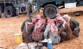استراحة غداء بأحد مواقع التنقيب عن النفط في الشرقية قبل 40 عام