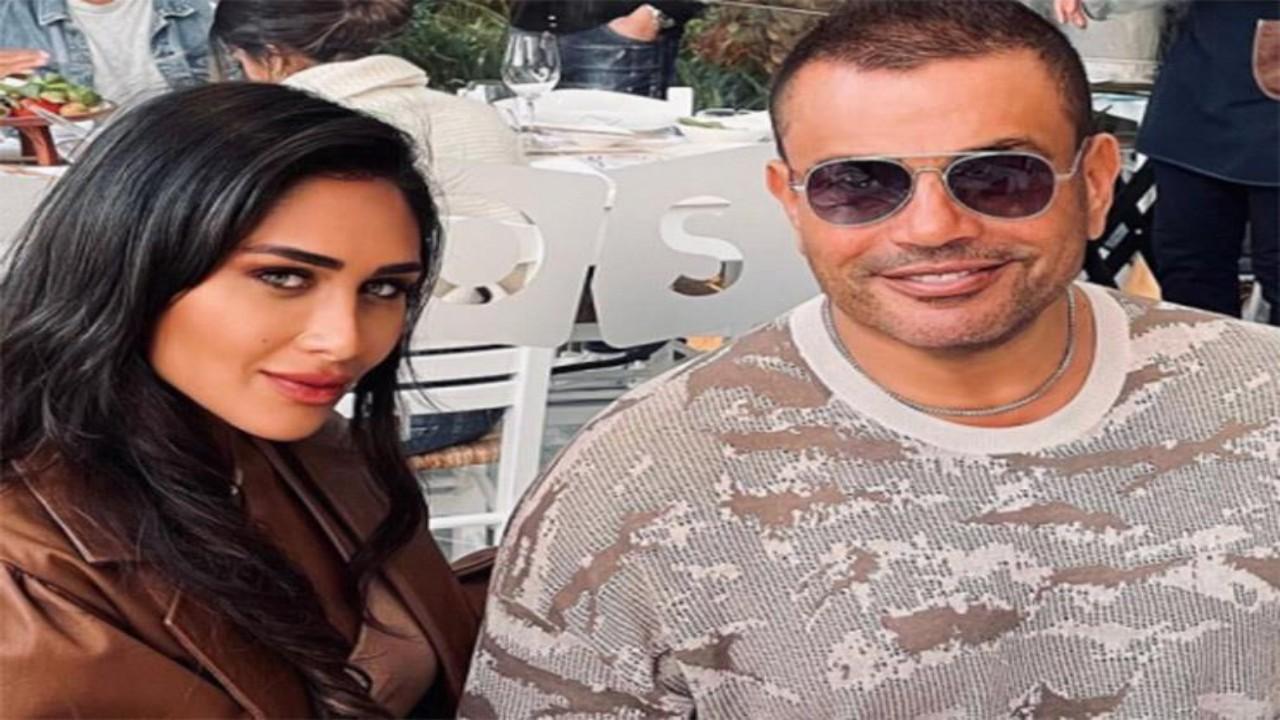 عمرو دياب يثير الجدل لظهوره مع فتاة جديدة بعد دينا الشربيني
