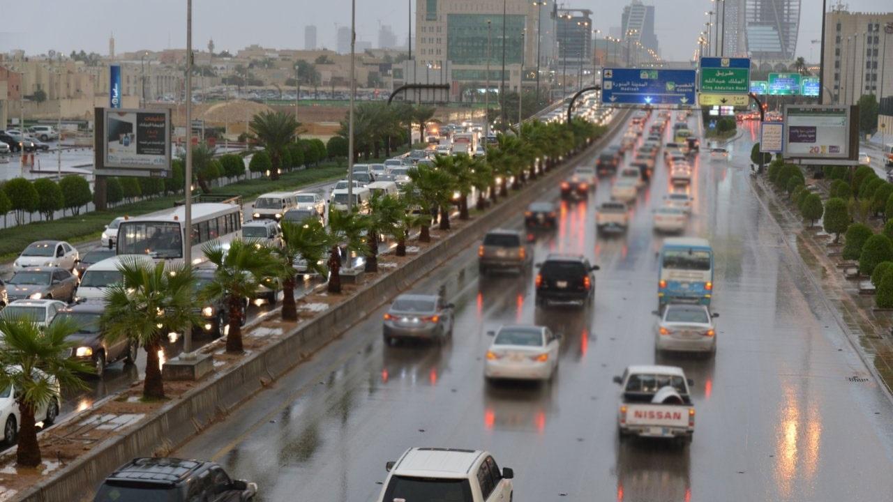 الدفاع المدني يحذر من استمرار الأمطار الرعدية على بعض مناطق المملكة