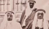 صورة نادرة للملك خالد برفقة عمه الأمير عبدالله في الطائف