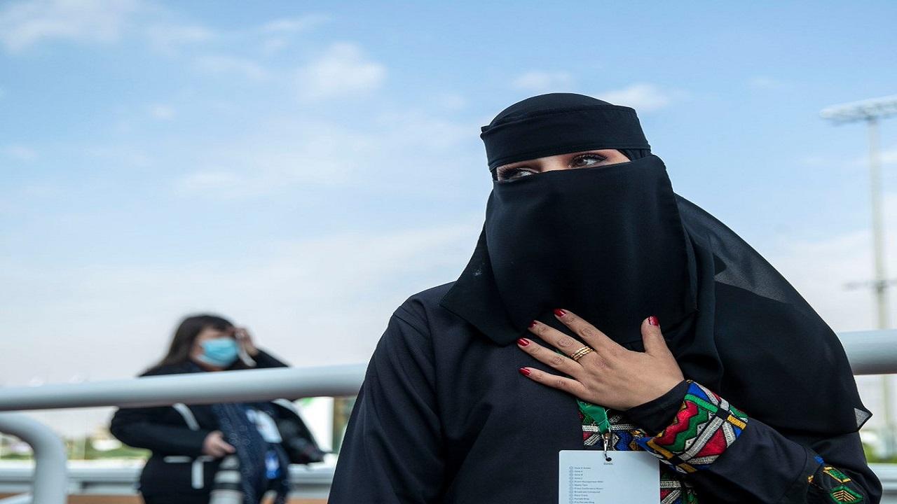 """بالفيديو.. مدربة الخيل سارة القحطاني: """"قريبا سنرى خيالات سعوديات"""""""