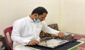 بالصور.. شاب بالأحساء يبدع في نقش الزخارف والرسومات الإسلامية