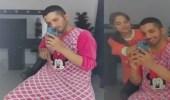 أحمد خميس يرد على مهاجميه بعد ارتدائه ملابس زوجته
