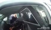 بالفيديو.. لحظة اعتقال طفلة بعنف ورشها برذاذ الفلفل