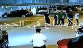بالفيديو.. مشاجرة عنيفة بالعصا بين شبان في شارع عام
