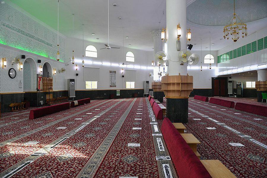 إغلاق مسجدين في مكة والمدينة بعد ثبوت حالتي كورونا بين المصلين
