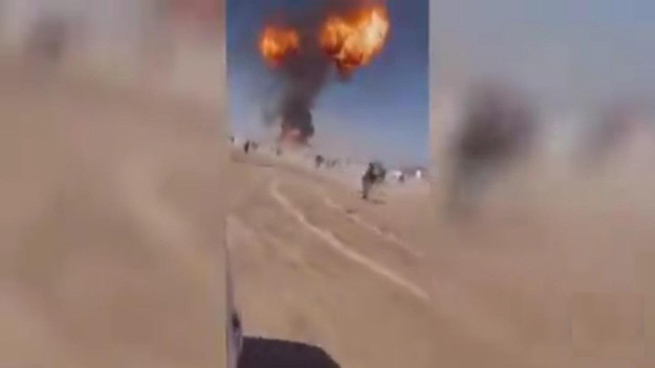 بالفيديو.. انفجار عدة شاحنات وقود تسبب بحريق كبير عند نقطة حدودية لإيران مع أفغانستان