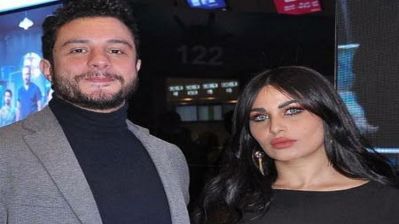 شاهد.. رومانسية أحمد الفيشاوي وزوجته تثير الجدل