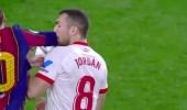 بالفيديو.. حكم مباراة برشلونة وإشبيلية يتجاهل خطأ ميسي